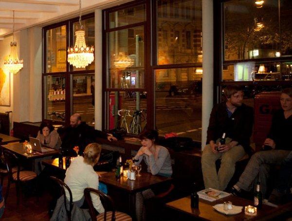 Hostal Weltempfänger  and Café