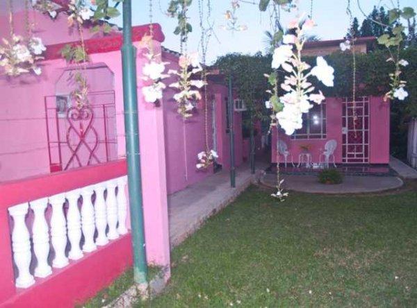 Villa Maceo y Gladis Viñales