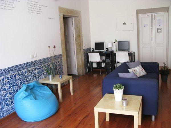 Hostal Johnie's Place Lisbon  & Suites