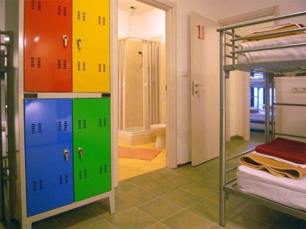 Hostal  Colours