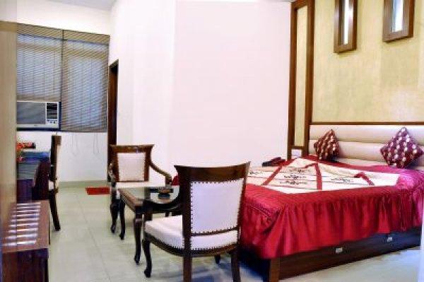 Hotel Rama Inn