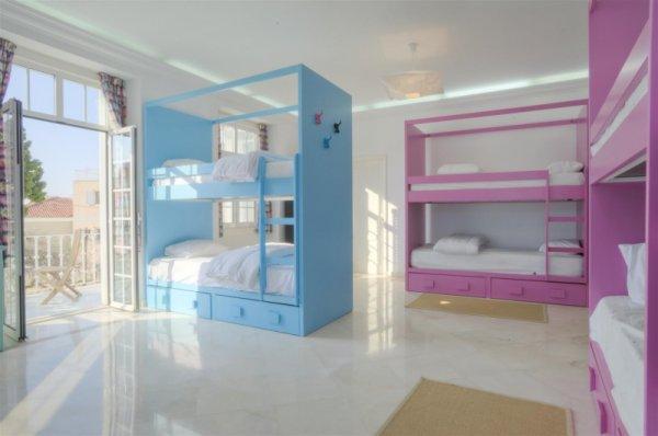 Hostal BLUE Boutique  & Suites