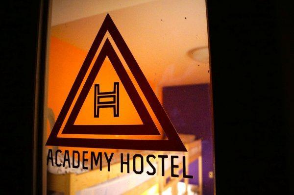 Hostal Academy
