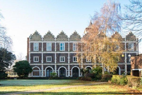 Safestay Holland Park