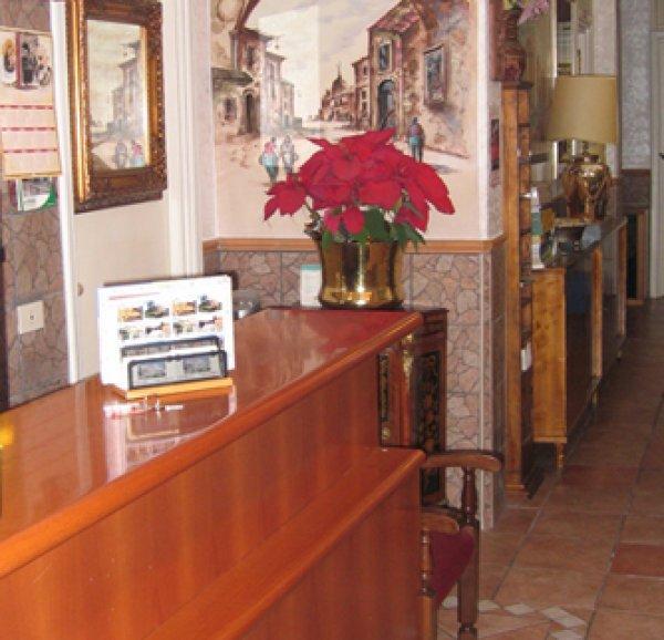 Hostal  And Hotel Il Papavero