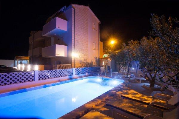Apartments Henjak