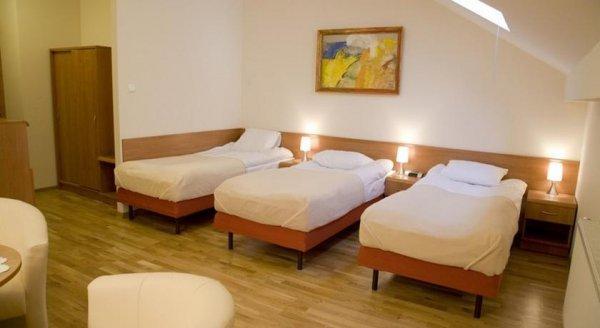 Hostal Kajzer  & Apartments