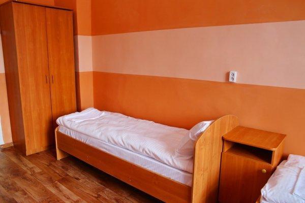 Hostal  '27 rooms'