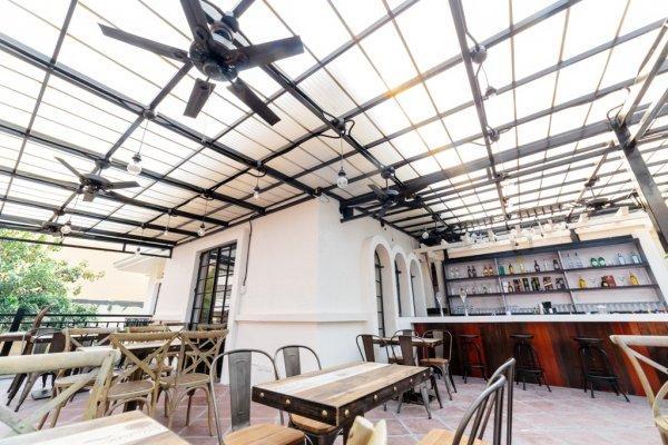Hostal Tambayan Capsule  & Bar
