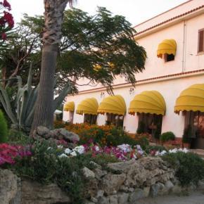 Hostales y Albergues - Hotel Laura