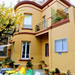 Hostales y Albergues - Garden House