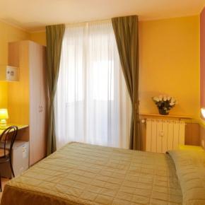 Hostales y Albergues - Hotel Arco Romana