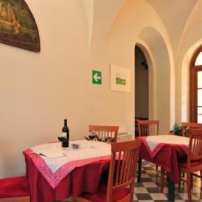 Hostales y Albergues - Chiostro delle Monache