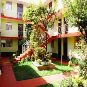Hostales y Albergues - El Manzano B and B