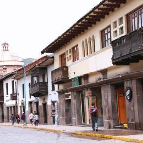 Hostales y Albergues - Emperador Plaza