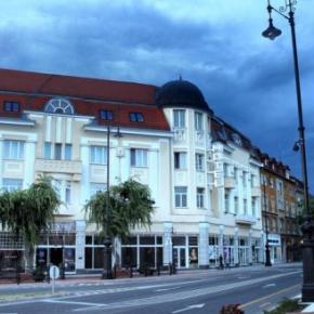 Hostales y Albergues - Hotel Centrál