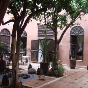 Hostales y Albergues - Riad Sidi Omar
