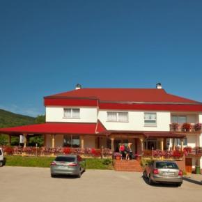 Hostales y Albergues - Villa Hodak