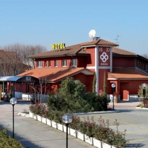 Hostales y Albergues - Hotel Daniel