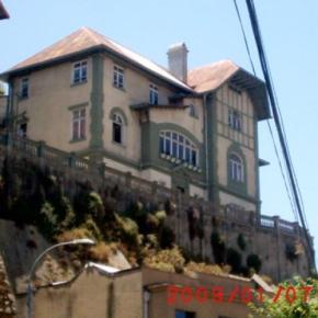 Hostales y Albergues - Hostal Little Castle