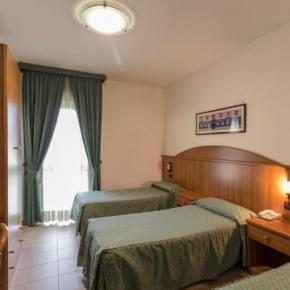 Hostales y Albergues - Roy Hotel
