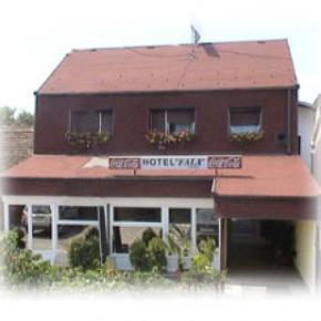 Hostales y Albergues - Hotel Fala
