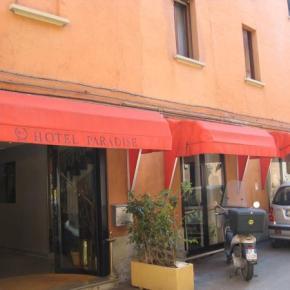 Hostales y Albergues - Hotel Paradise