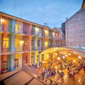 Hostales y Albergues - Casa de la Musica