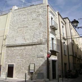 Hostales y Albergues - Saint Nicholas Plaza