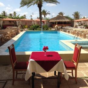 Hostales y Albergues - Hotel Rodes