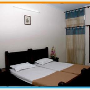Hostales y Albergues - Hotel Raghuraj Palace