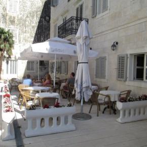 Hostales y Albergues - Hotel Croatia