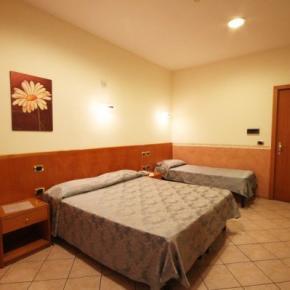 Hostales y Albergues - Hotel Zara
