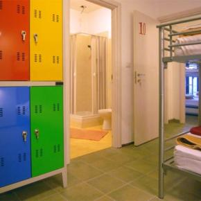 Hostales y Albergues - Hostal  Colours