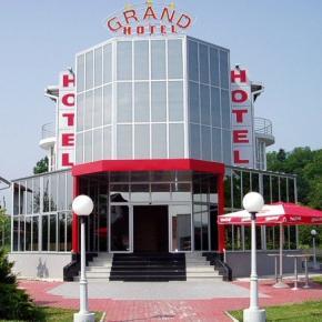 Hostales y Albergues - Grand Hotel