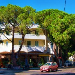 Hostales y Albergues - Fantasia Hotel Apartments