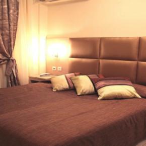 Hostales y Albergues - Avra Hotel