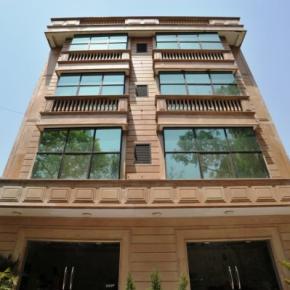 Hostales y Albergues - Emarald Hotel