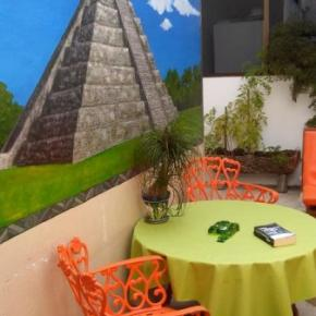 Hostales y Albergues - Hostal Mundo Maya