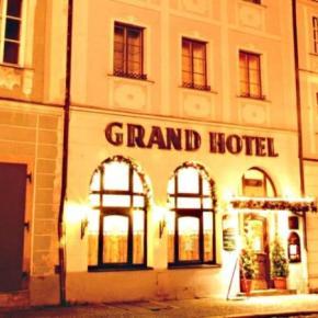 Hostales y Albergues - Grand Hotel Cerny Orel