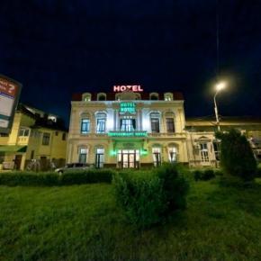Hostales y Albergues - Royal Hotel