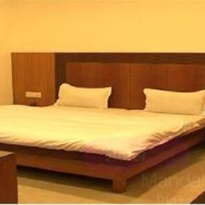 Hostales y Albergues - Hotel Mandakini Plaza