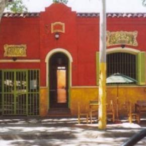 Hostales y Albergues - La Casa Pueblo
