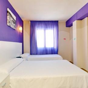 Hostales y Albergues - Hotel Moremar