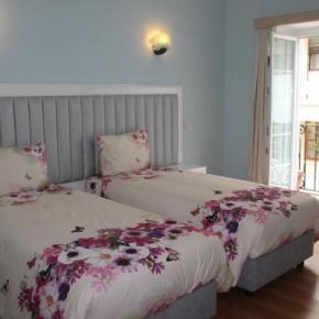 Hostales y Albergues - Grande Oceano Guest House