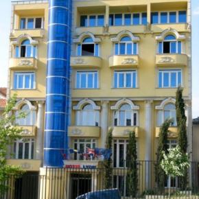 Hostales y Albergues - Lyon Hotel