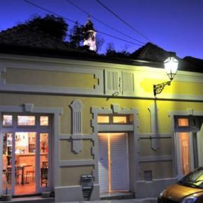 Hostales y Albergues - Hostal Varad Inn Boutique  and Cafe