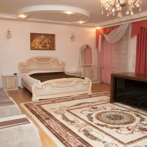 Hostales y Albergues - Gold Lion Hotel