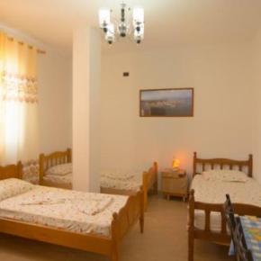 Hostales y Albergues - Almiri Guest House