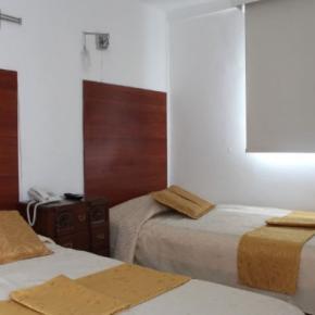 Hostales y Albergues - Hotel La Santamaría